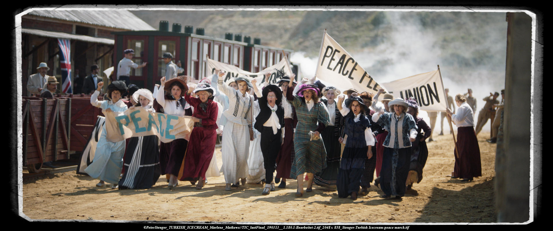 190902_group of women with banners, demonstrating for peace